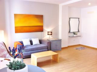 Bright 2 bedroom Condo in Valencia - Valencia vacation rentals