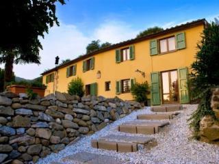 BED AND BREAKFAST VILLA CECCHINI - Massa e Cozzile vacation rentals