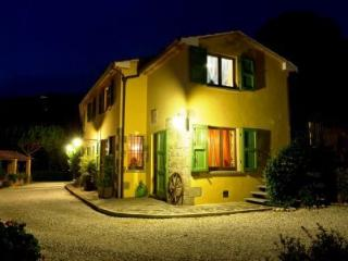 Nice House with Deck and Internet Access - Massa e Cozzile vacation rentals
