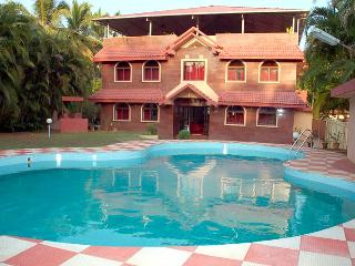 Nice Boathouse with Deck and Internet Access - Mangalore vacation rentals