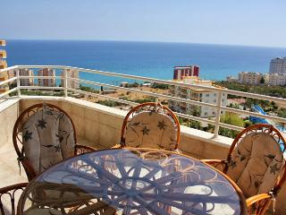 Bright 2 bedroom Erdemli Apartment with Deck - Erdemli vacation rentals
