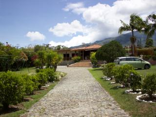 4 bedroom Finca with Pool Table in Calima - Calima vacation rentals
