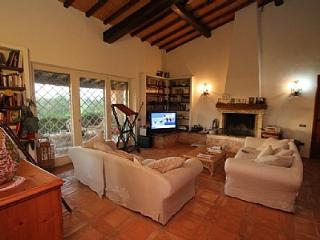 Comfortable 7 bedroom House in Pescia Romana - Pescia Romana vacation rentals