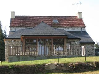 Cozy 2 bedroom Caurel House with Satellite Or Cable TV - Caurel vacation rentals
