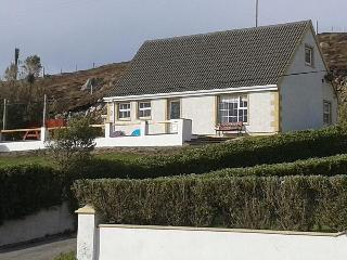 Lovely 4 bedroom Gaoth Dobhair (Gweedore) Bungalow with Internet Access - Gaoth Dobhair (Gweedore) vacation rentals