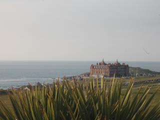 CORAL BAY WITH BALCONY WITH SEAVIEWS FISTRAL BEACH. TOWN/BEACHES ONLY 5 MINUTES - Newquay vacation rentals