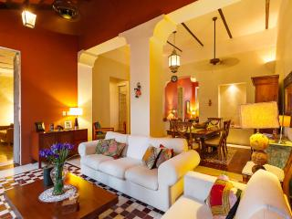 Elegant colonial home in the heart of Mérida. - Merida vacation rentals