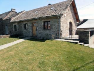 Gite de Puech Vales en Aveyron, 8 personnes - Salles-Curan vacation rentals