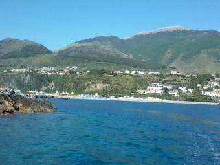 ATTICO CON ARIA CONDIZIONATA A 30 MT DAL MARE - Tortora Marina vacation rentals