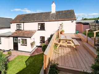 ROSE COTTAGE, pet-friendly, sea views, 1 min walk to beach, link-detached cottage in Blue Anchor, Ref. 924216 - Old Cleeve vacation rentals