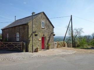THE OLD CHAPEL, WiFi, romantic en-suite bedroom, woodburning stove, enclosed patio, in Chrich, Ref 924332 - Lea vacation rentals