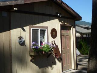 Lumberjack Bunkhouse for 8 in Coeur d'Alene trees - Coeur d'Alene vacation rentals