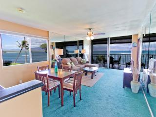 2BR Oceanfront Condo; Pool; Walk to Harbor & Shops - Wailuku vacation rentals