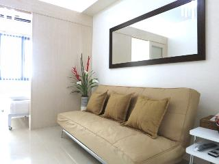10-minute walk to Mall of Asia - Manila vacation rentals