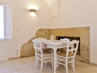 Nice House with Internet Access and A/C - Maglie vacation rentals