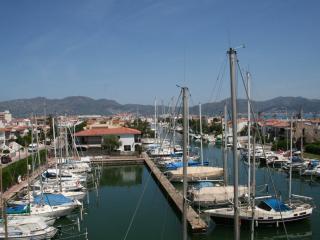 Apartment. 50 meters beach and trades - Empuriabrava vacation rentals
