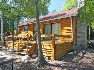 Cozy 3 bedroom Cottage in Miller Lake - Miller Lake vacation rentals