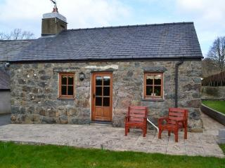 Beautiful Pandy Cottage at Chwilog near Criccieth. - Chwilog vacation rentals