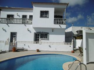 Perfect Villa with Internet Access and Dishwasher - El Roque vacation rentals