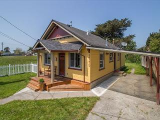 Easy Walk to Arcata Plaza & Farmer's Market.  Small dogs considered too! - Arcata vacation rentals