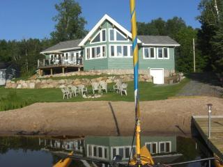 A stunning new cottage on beautiful lake - South River vacation rentals