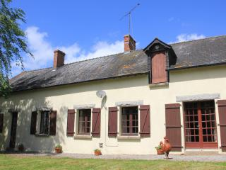 Farmhouse in Pays de Loire with pool and lake - La Selle-Craonnaise vacation rentals