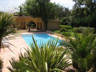 GOLFE DE ST.TROPEZ, SUR LA PLAGE AVEC PISCINE 10PL - Var vacation rentals