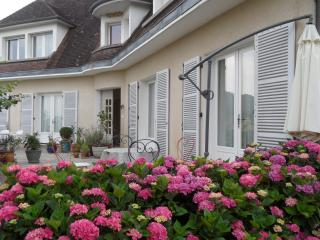 3 bedroom Bed and Breakfast with Internet Access in Beaulieu-sur-Dordogne - Beaulieu-sur-Dordogne vacation rentals