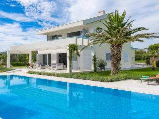 Bright House with Television and A/C - Kastela vacation rentals