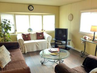 CUTE COUNTRY COTTAGE Vancouver Zoo + Fort Langley - Langley vacation rentals