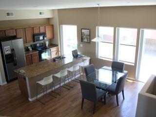 Townhome, 3 bedrooms, 2.5 bathrooms, Sleeps 6 - Phoenix vacation rentals