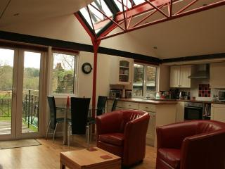 Comfortable Boathouse with Short Breaks Allowed and Kettle - Calstock vacation rentals