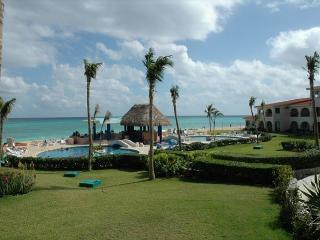 Oceanfront with pool 2 bedroom in Xaman Ha (XH7006) - Playa del Carmen vacation rentals