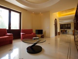 Bright 6 bedroom Villa in Monteroni di Lecce with Internet Access - Monteroni di Lecce vacation rentals