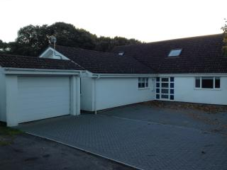 6 bedrooms near Sandbanks with seaview - free gift - Poole vacation rentals