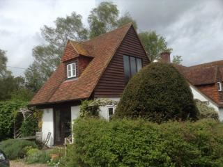 Lovely Cottage with Internet Access and Outdoor Dining Area - East Malling vacation rentals