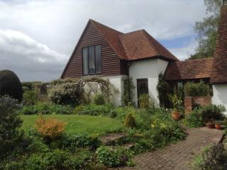 Lovely 1 bedroom East Malling Cottage with Internet Access - East Malling vacation rentals