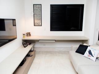 Cozy 3 bedroom Vila Mariana Apartment with A/C - Vila Mariana vacation rentals