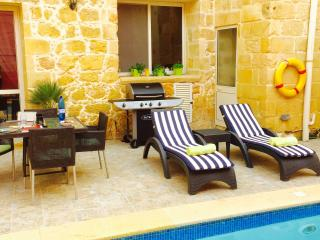 3 bedroom Farmhouse Barn with Internet Access in Xaghra - Xaghra vacation rentals