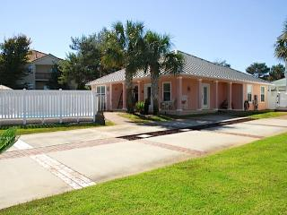 Spring and Summer in Destin Book today! Pvt Pool, Close to Beach, Pets - CC - Destin vacation rentals