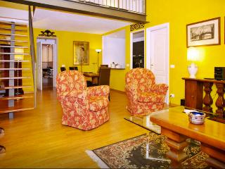 Fabulous 2Bdr loft in great Oltrarno location! - Florence vacation rentals