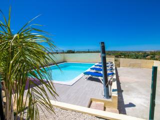 Nice private villa, AC, WIFI, UK TV, heated pool - Guia vacation rentals