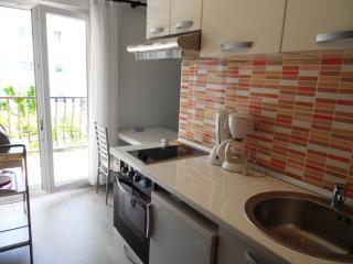 Studio apartment with balcony - Podstrana vacation rentals