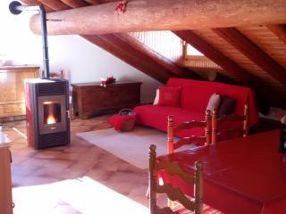 Mansarda in legno e pietra in villaggio tipico - Aymavilles vacation rentals