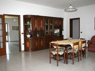 4 bedroom House with Washing Machine in Cabras - Cabras vacation rentals