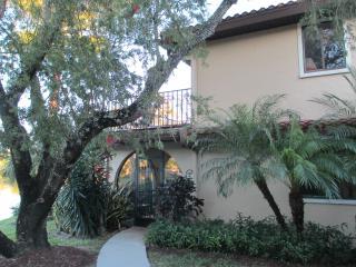 HACIENDA VILLAGE TOWNHOUSE VUE SUR LE LAC - Bonita Springs vacation rentals