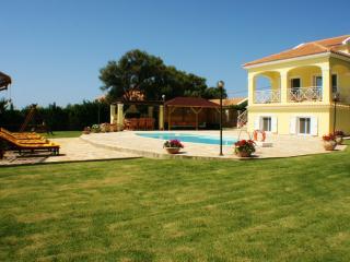 Morgorlwg Fila luxury 4 bedroom villa - Karavadhos vacation rentals