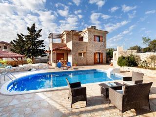 Bright 4 bedroom Kefalas Villa with Internet Access - Kefalas vacation rentals