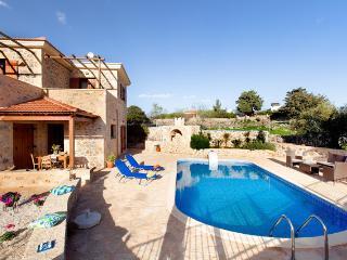 4 bedroom Villa with Internet Access in Kefalas - Kefalas vacation rentals