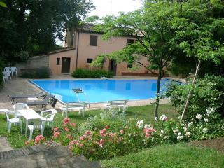 Villa con piscina vicino al mare - Fano vacation rentals